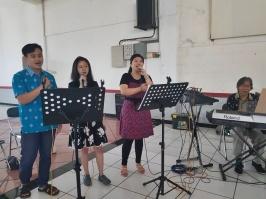 Paskah Lansia-singer
