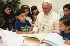 Paus Fransiskus dan anak2