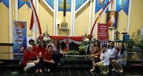 Ibu-ibu penghias altar yg selalu kreatif dlm kerjasama hias altar