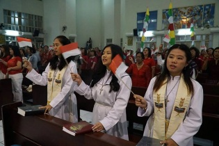 Petugas liturgi siap melayani