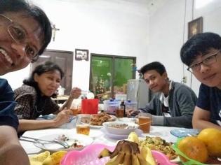 Kel Pak Nunung makan malam bersama