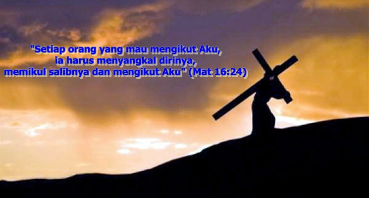 memanggul salib