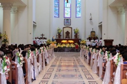 Umat dan para imam siap mengikuti Salve Agung (07/072017/foto Maxi P)