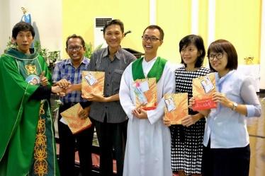 Pemenang lomba dari lingk St. Lusia bersama Ketua Lingkungannya (01102017/by herdyan))