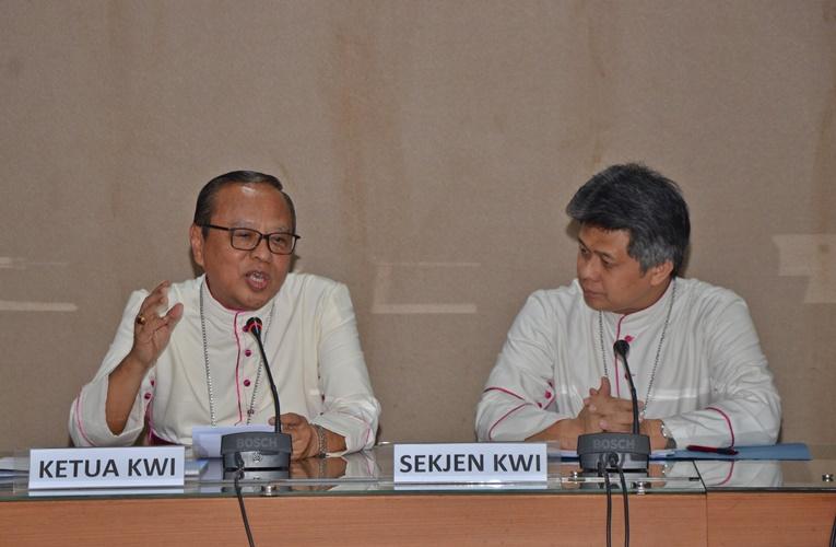 Ketua-dan-Sekjen-KWI-Mgr-Suharyo-dan-Mgr-Anton-OSC