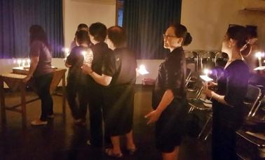 Semua anggota WKRI Cabang St Yoseph ikut menyalakan lilin