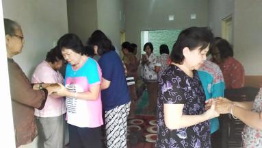 Saling meneguhkan dalam doa dan pelayanan