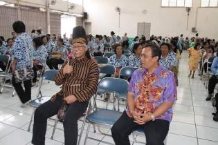 Rm T. Puryatno dan Kabid Koinonia Paroki St Yoseph