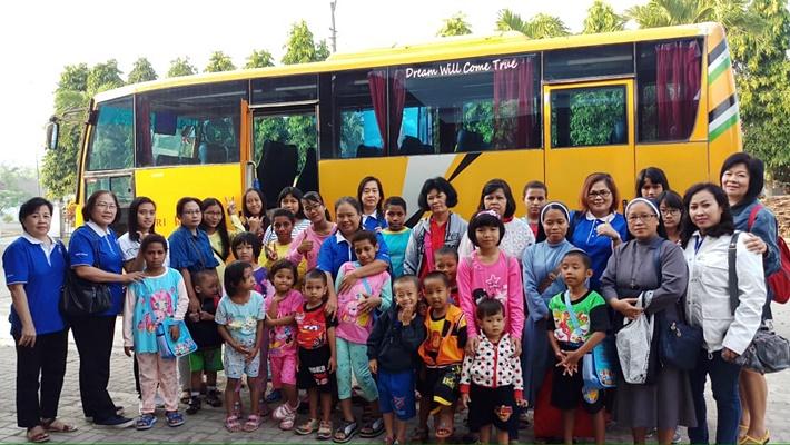Liburan anak panti Bunda Serayu bersama WKRI St Theresa-featured image