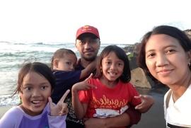 Aleta bersama keluarga.jpeg