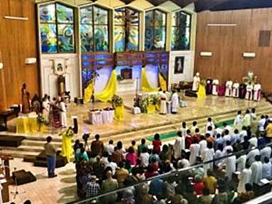 Ibadat Agung di Gereja Katedral Kristus Raja Purwokerto