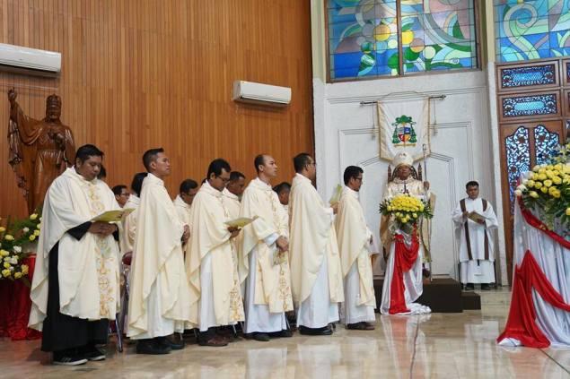 Misa Stasional Perdana Mgr Tri