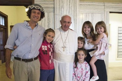 The_Walker_Family_1_from_Argentina_embraces_Pope_Francis_in_Philadelphia_on_September_27_2015_Credit_LOsservatore_Romano_CNA_9_27_15
