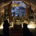 Berdoa pribadi di Gua Adorasi Taroanggro