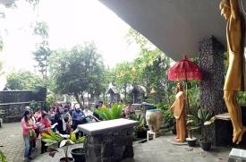 Doa Memorare di depan Taman Doa Petronela Taroanggro