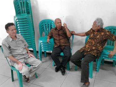 Pak Pomo Ketua Terpilih (tengah)