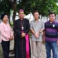 Mgr Tri bersama umat Sokaraja sebelum misa di halaman belakang
