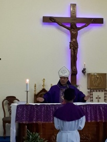 Mgr Tri Harsono memimpin misa di Stasi Sokaraja-2