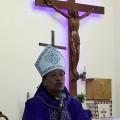 Mgr Tri Harsono menyampaikan homili dalam misa di stasi Sokaraja