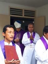 Perarakan Mgr Tri dan petugas liturgi di akhir misa-1
