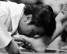 Pembasuhan Kaki di Misa Kamis Putih II Sanyos