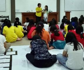 Anak-anak cewe mengenali diri bersama Psikolog Ketti Murtini