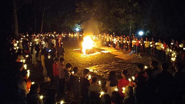 Api unggung di acara Minggu Panggilan dekteng