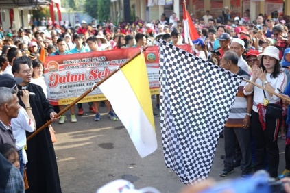 Bendera start dikibarkan