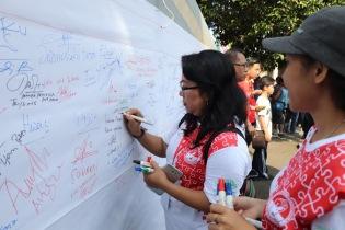 Bubuhkan tanda tandan dan pesan kebinekaan, perdamaian dan persatuan
