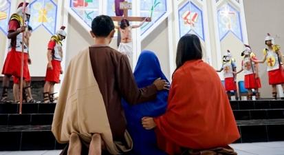 Maria dan Yesus dalam Tablo di Sanyos