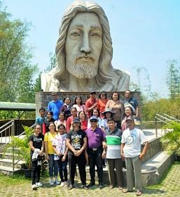 Di depan Patung Wajah Yesus Kerahiman Ilahi, Pajangan Bantul