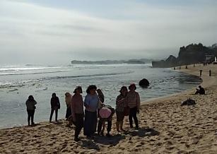 Rekreasi di pantai Indrayanti-1